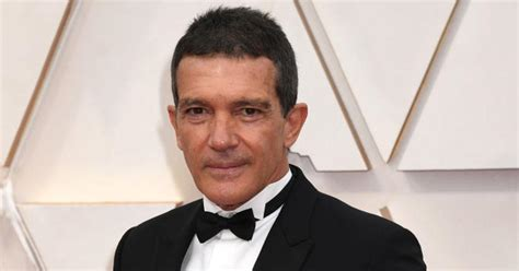 """People Comment Antonio Banderas Ages """"Like A Fine Wine"""" As"""