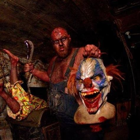 19 Insane Haunted Houses That'll Literally Scare The Shit