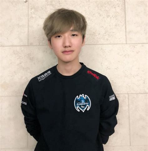 League of Legends: Former SKT Player, Peanut Signs With
