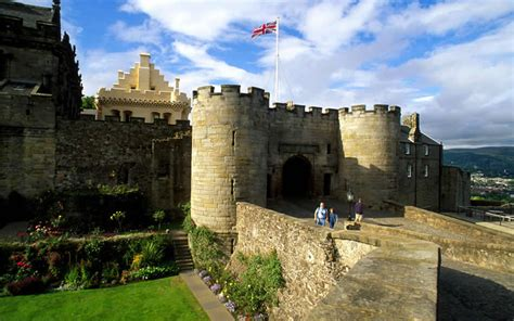 Tour Scotland and visit Stirling Castle, Loch Lomond and